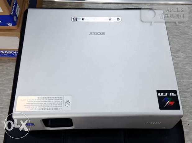 UK Used Sony VPL Cx63 Projector for Laptop Ibadan North West - image 2