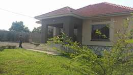 Up scale 4 bedroom 3 baths house for sale in kiira at 290m