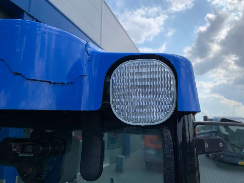 New Holland TCE 40 Tractor - 2006 - image 22