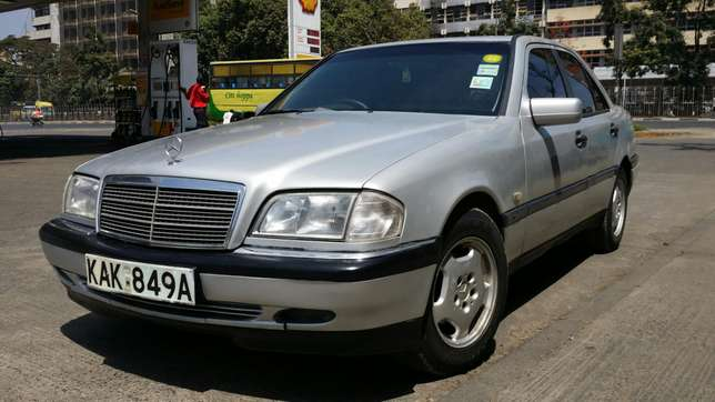 Mercedes C180 manual gear Nairobi CBD - image 2