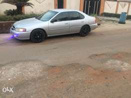 Very clean used Nissan Altima 2000