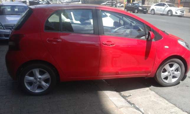 Toyota yaris 1.6 red in color automatic 2009 model 95000km R 93000 Johannesburg CBD - image 6
