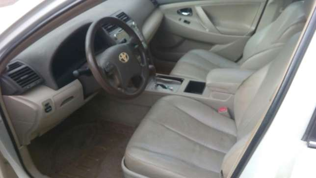 Check this toyota camry out a/c auto drive leather seat Ikeja - image 5