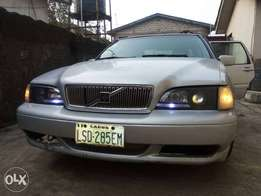 Volvo s70 for Sale (Auto Gear with Air-Con) for N390k
