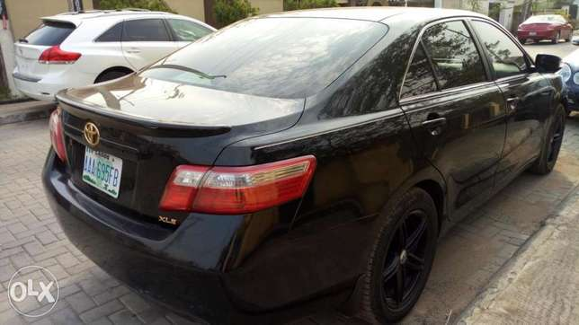2008 Toyota Camry XLE with reverse camera and sport alloy. Kosofe - image 5