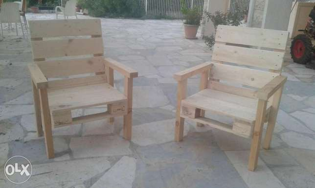 Single chairs from pallets