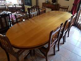 Dining room table wit 8 chairs