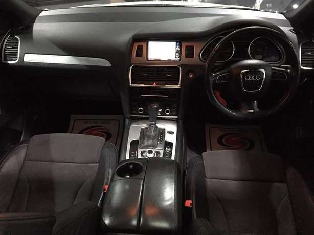 2010 Audi Q7 3.0 SLine diesel* Full Panoramic roof, 7seats, Fuji white Nairobi West - image 6
