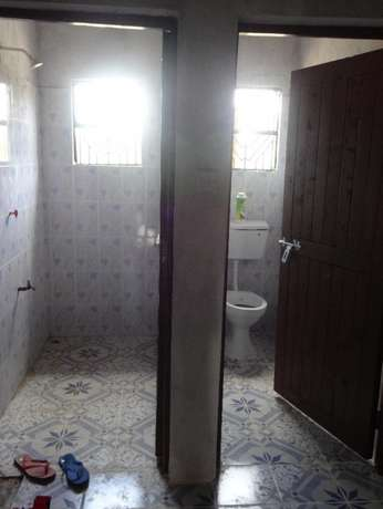 Vacant house to let, spacey sitting room, 4 Bedrooms Mackinnon Rd - image 2