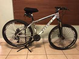 "Titan Cruz 26"" MTB - Almost New (incl Computer)"