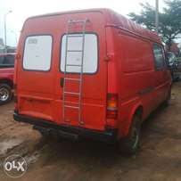 Neatly Foreign used Ford Transit 01 Diesel Bus