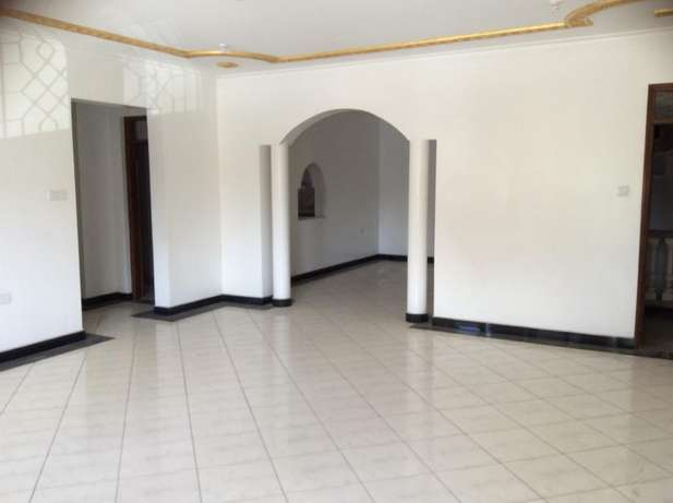 Appealing 3 bedroom Apartment FOR SALE Tudor Mombasa Island - image 1