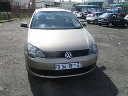Polo Vivo1.4 Model 2014,5 Doors factory A/C And C/D Player