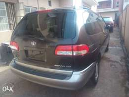 Tokunbo Toyota sienna (lagos cleared )