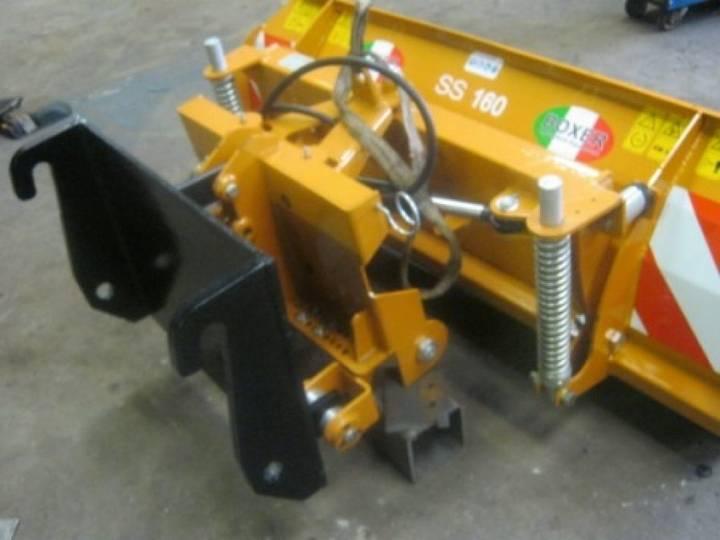 NR 2076 Sneeuwschuiven met adapter snow plough