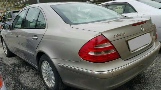 Mercedes Benz E200 Bronze, Year 2003, Automatic1800cc, Hurlingham - image 4