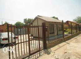 Rustenburg north 2 bedroom house available 01-June 2017