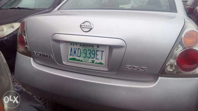Sharp 4 plugs Nissan Altima 2005 model for sale Ikeja - image 2
