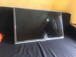 LG 32inch Battery TV - cracked screen