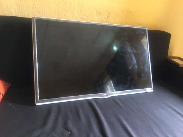 LG 32inch Battery TV - cracked screen Lagos Mainland - image 1