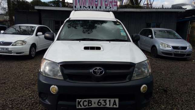 Toyota hillux, manual diesel, 2500cc, year 2007, accident free. Nairobi CBD - image 3