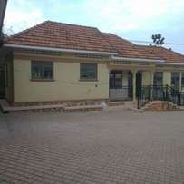 Excellence on top! Bedroom & sitting room Bweyogerere