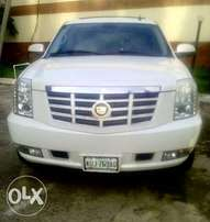 Sparkling clean fairly used 2OO9 Cadillac escalade