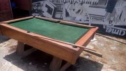 Snooker/pool table with assessories