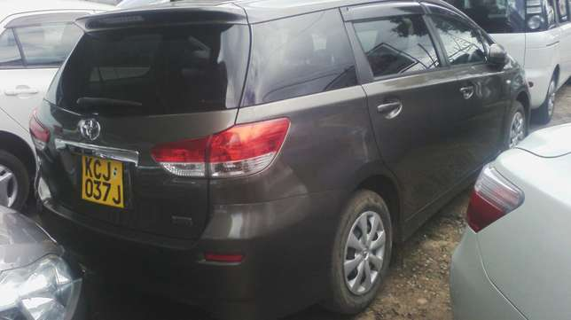 Extremely Clean Toyota Wish. Parklands - image 3