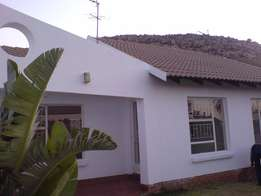 Simplex Town House To Let Flora Hills R6900