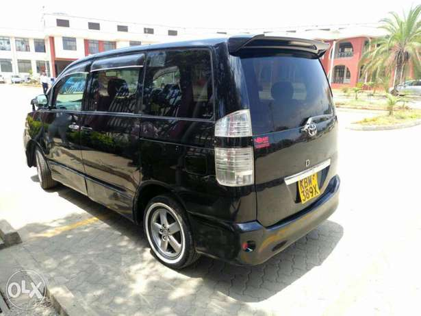 Very Clean Toyota Voxy KBW for sale Gatwikira - image 6