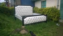New 6/6 black n white buttoned bed