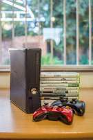 Xbox 360s 500gb + 2 controllers+ 10 games