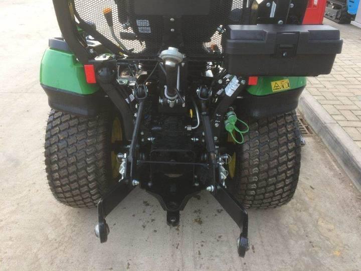 John Deere 1026r Sub Compact Tractor - image 5