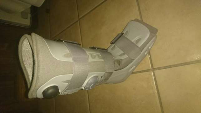 Medium right foot moon boot for sale Bloubosrand - image 3