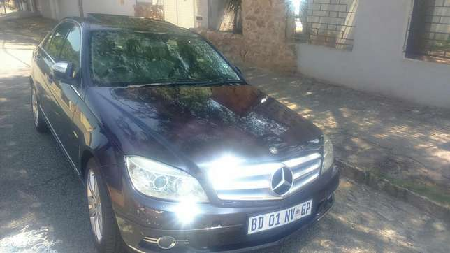 Mercedes Benz C320 d auto leather R135000 Kensington - image 1