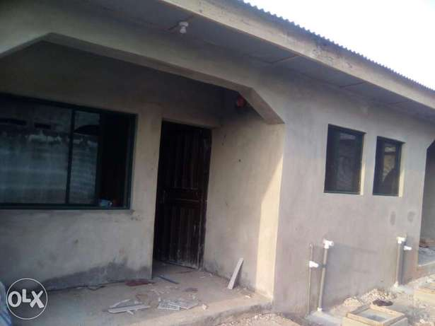 Newly built 100k mini flat to let in Agbede-Ikorodu Ikorodu - image 1