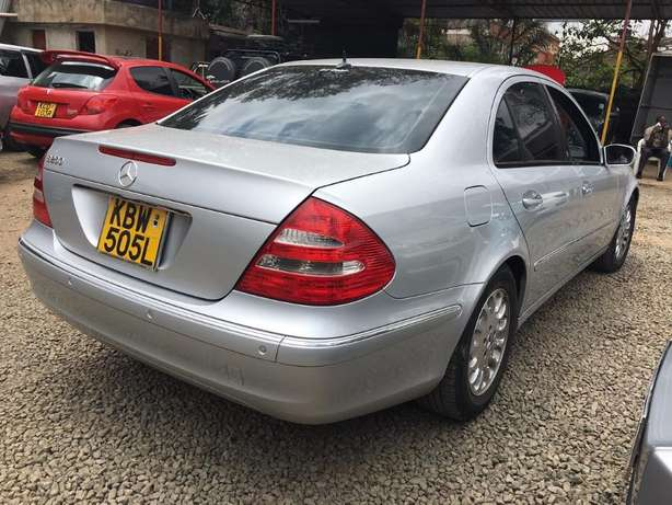 Locally Used 2006 Mercedes E280, SILVER On Offer 1,780,000/= Lavington - image 6