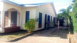 RAYOPROPERTIES 3bedroom own compound bungalow