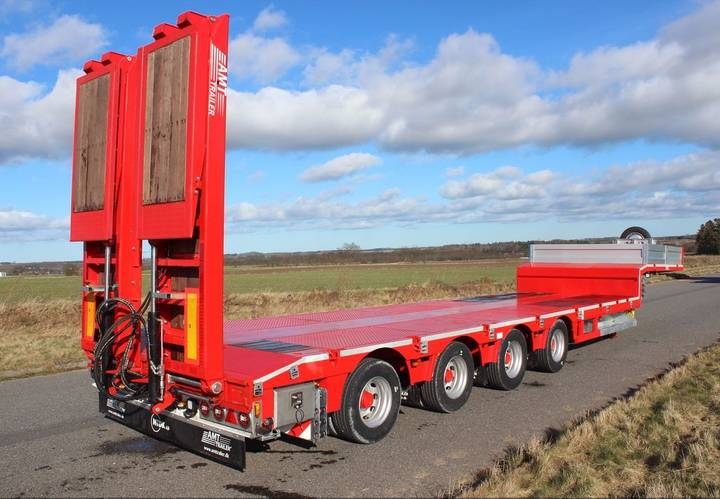 AMT New  low bed semi-trailer