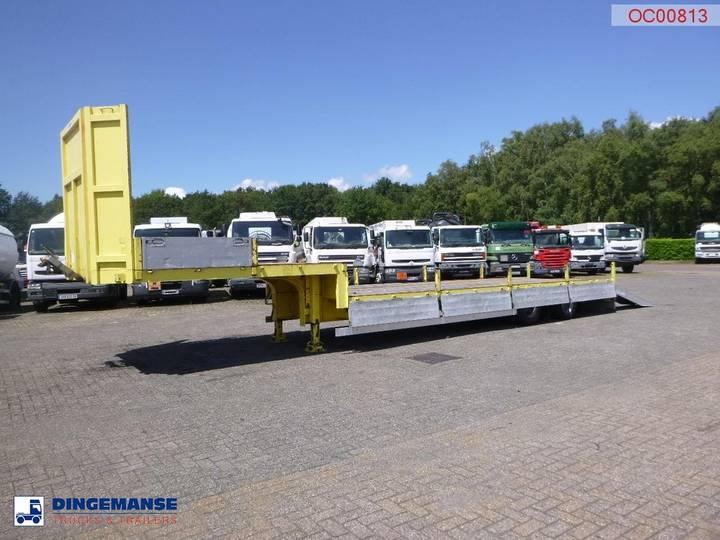 Robuste Kaiser Semi-lowbed trailer 8.2 m / 33 t + ramps - 2004