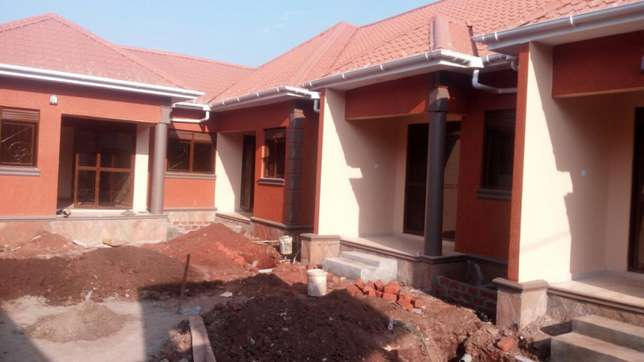 5units in kira earns 2.5m monthly at 360m negotiable on 60*100fts Kampala - image 1