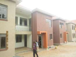 Get in 3 bedroom apartment in kisaasi at 700k