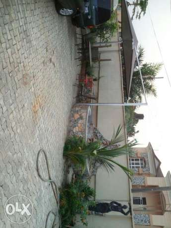 6 bedroom detached duplex with 2 bedroom and a room & parlour Ibadan North - image 3