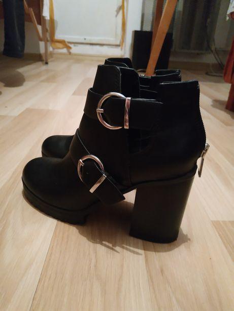 Черевики Pull and Bear  500 грн. - Жіноче взуття Трускавець на Olx 78e96a92b41d9