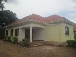 Beautiful 3 bedroom stand alone in Naalya at 1.5m