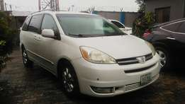 2005 White Clean Sienna