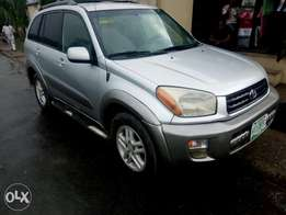 Neatly used Toyota rav4 2004 model