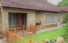 Modern and stylish Townhouse Bargain in Secure Estate!!