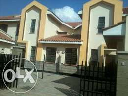 Spacious 3 bedroom maisonettes plus sq for rent in Syokimau.